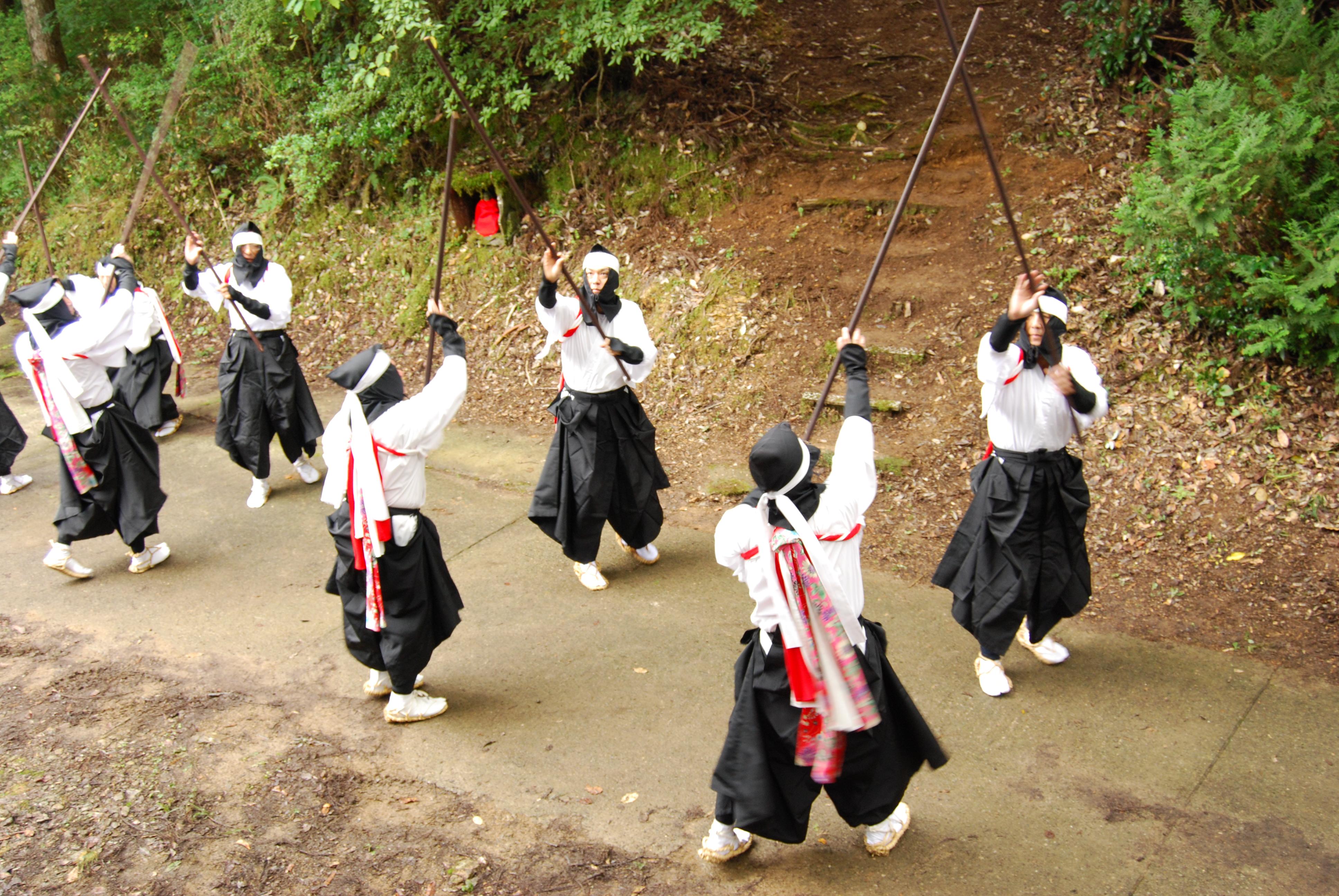 P-03-06 中尾棒踊