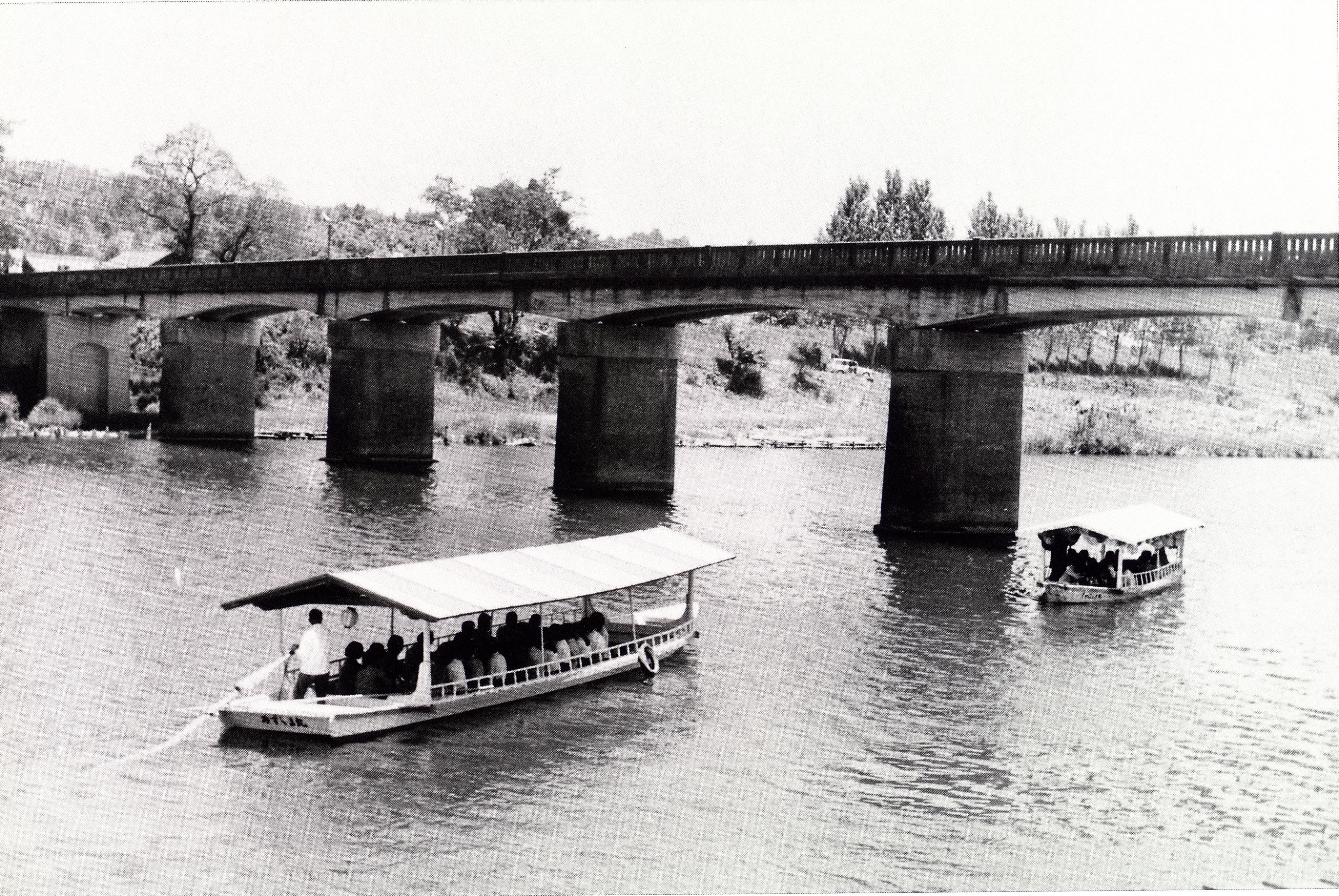 杉安橋と屋形舟(昭和30年頃)